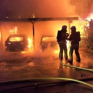 Feuer im Carport
