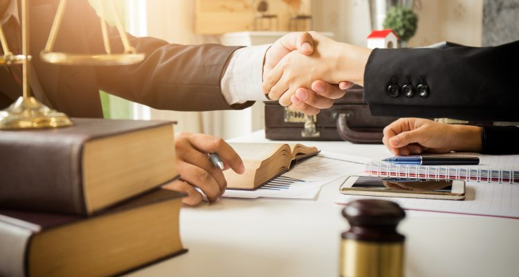 How To Find A Good Lawyer And Pay Attorney Fees