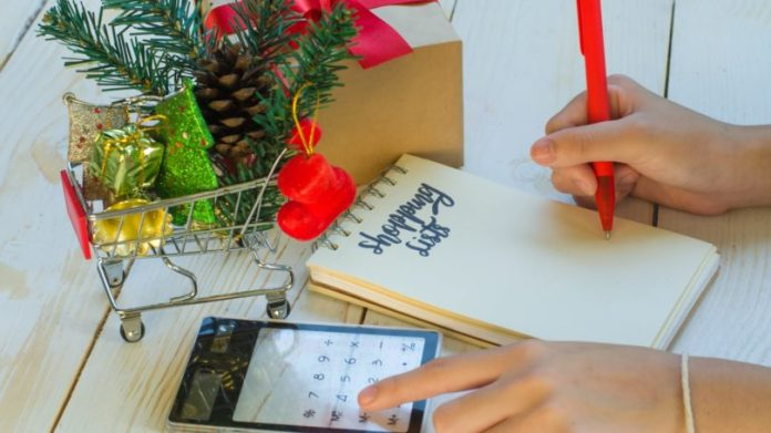 Shopping List Calculate Budget Holiday Gifts Presents