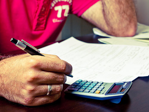 When to Hire an Accountant to File Your Taxes