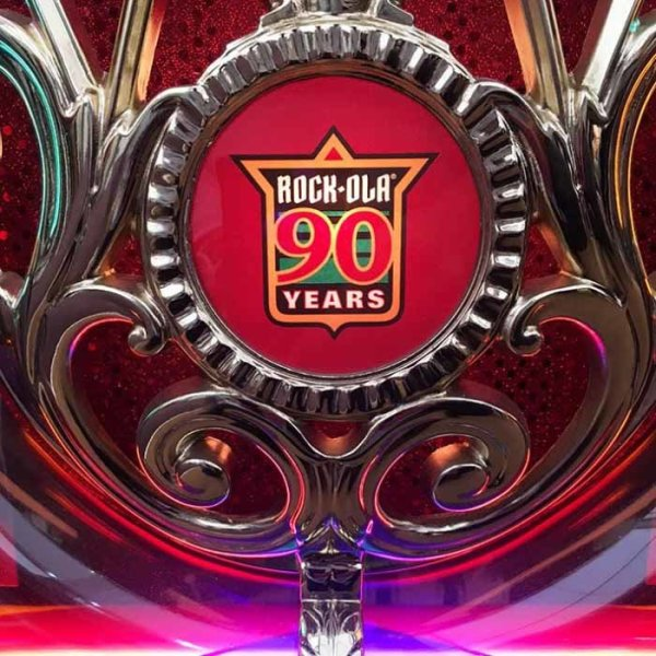 Rock-Ola Limited Edition 90th Anniversary Bubbler CD Jukebox Logo Close Up | moneymachines.com