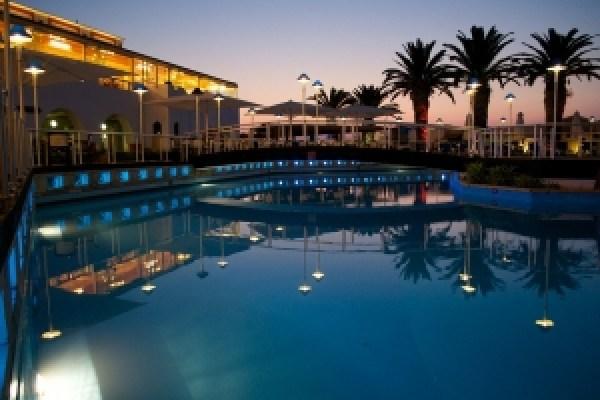 MoneyMagpie_Hotel-Pool-Sunset-Holiday