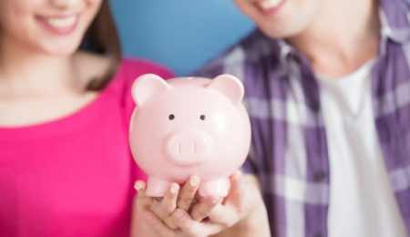 How should married couples split finances? And co-habiting ones?