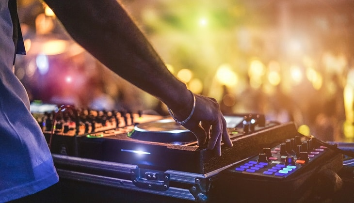 Get paid to party: become a club promoter