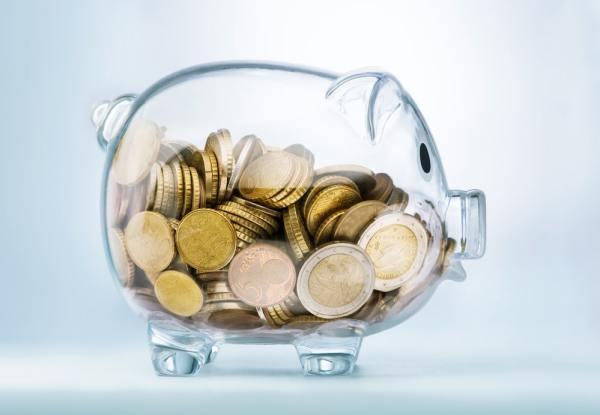 Clear glass piggy bank