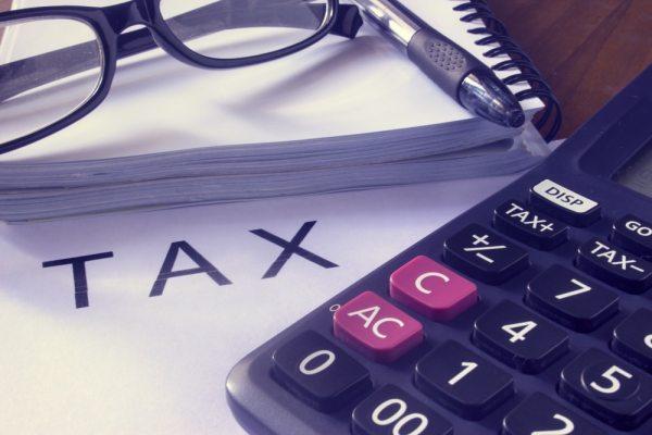 Calculator working out tax allowances