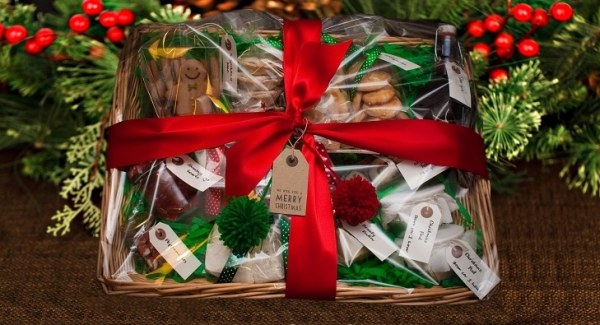 make homemade christmas hamper to sell