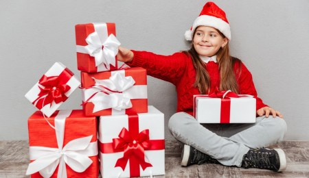4 ways to save money on expensive gifts this Christmas