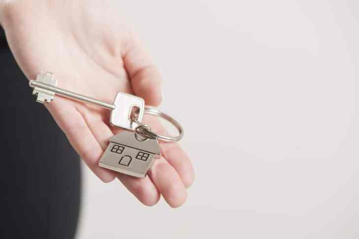 How Hiring an Expert Lease Advisor Can Save You Money