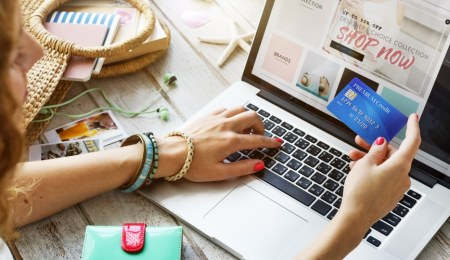 How The Top Two eCommerce Websites Add Value To Keep Shoppers Loyal