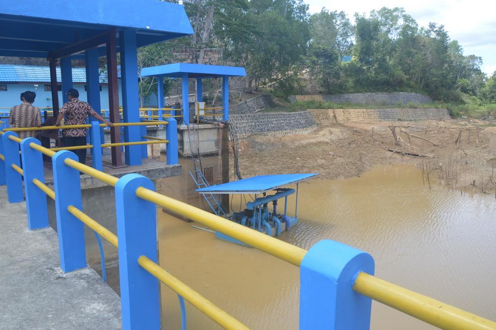 Embung yang kering di Nunukan, Kalimantan Utara mengancam pasokan air bagi masyarakat. Foto : Hendar