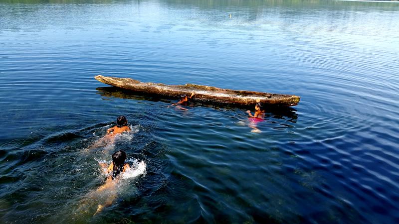 Kehadiran perusahaan tambang emas, bukan hanya akan merusak lingkungan tetapi juga menghancurkan kehidupan masyarakat yang menggantungkan hidupnya dari Danau Rano. Foto: Walhi Sulteng
