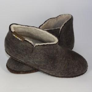 Warme hohe Hüttenschuhe und Hausschuhe aus Filz mit Ledersohle für Damen, Herren und Kinder in der Farbe Schwarz - Uni Mongs Schwarz