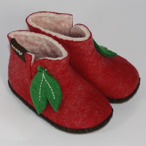 Warme Hausschuhe aus Filz mit Ledersohle für Babies und Kinder in der Farbe Rot - Baby Mongs Rot mit Blatt