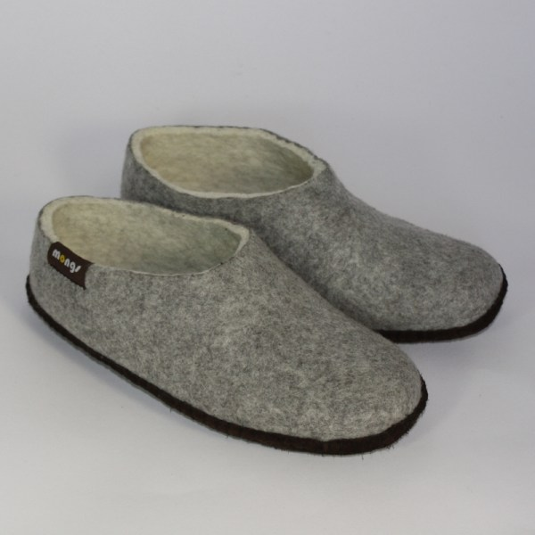 Warme flache Hausschuhe aus Filz mit Ledersohle für Damen und Herren in der Farbe Grau - Men Mongs Grau