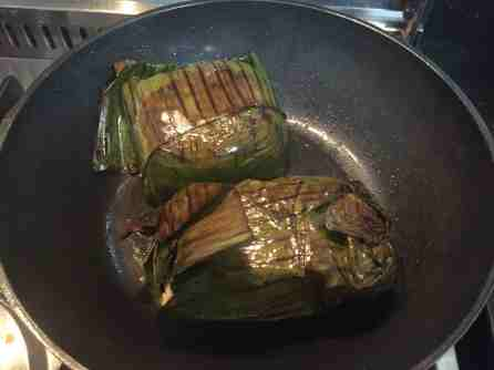 Peixe na Folha de Bananeira com Farofa de Camarão e Banana