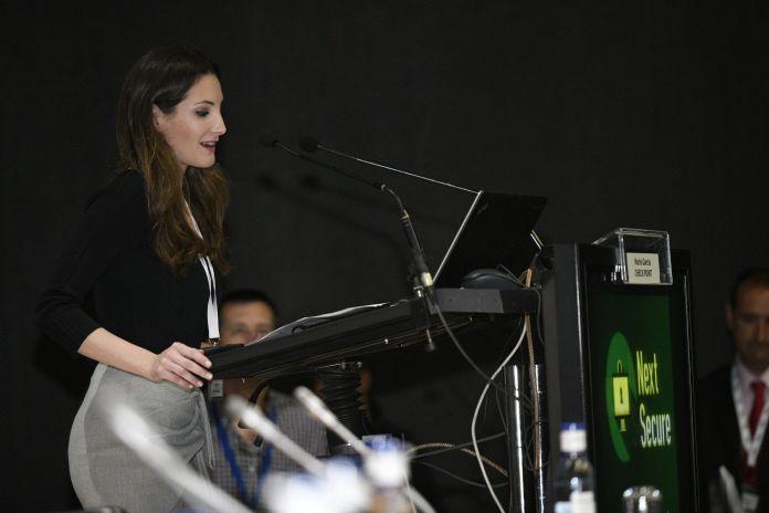 monica valle presentadora profesional eventos tecnologia innovacion emprendimiento ciberseguridad seo digital contenidos digitales
