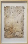 Im Fluss der Zeit - Seidelbastpapier, Baumaterial, Sumpfkalk, Tuschen, Pigmente - 50 x 70 cm – Kunstfabrik Hannover
