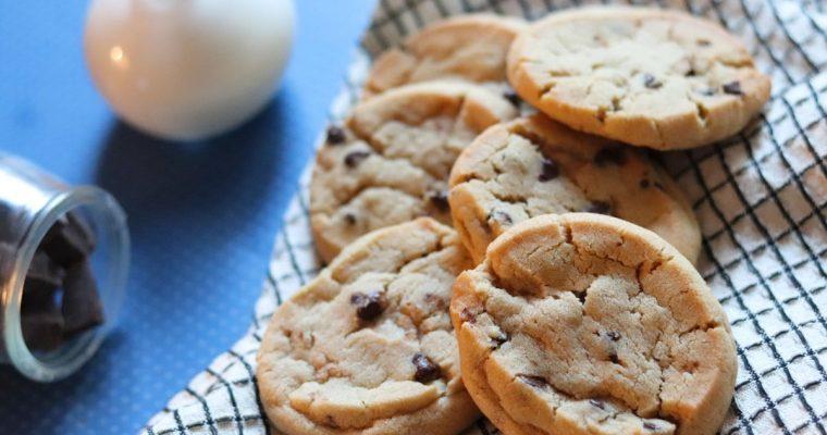 Les cookies aux pépites de chocolat, croustillants et moelleux