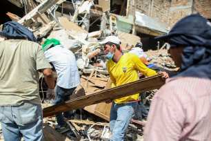 20160420_Aftermath-of-earthquake-in-Ecuador-11