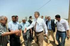 Peter-Mollema-from-Netherlands-visits-Dutch-water-project-in-Gaza-farms-May-2-2016-006
