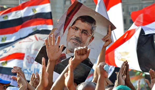 Mohamed Mursi, primer presidente democráticamente elegido de Egipto, fue desplazado por un golpe militar tras una serie de protestas contra su gobierno.