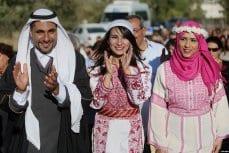 BIRZEIT, PALESTINA: Palestinos celebran una boda en Gaza durante el día de conmemoración del patrimonio palestino en Birzeit, Cisjordania.
