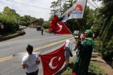 20160717-Turks-Protest-Against-Gulen-007