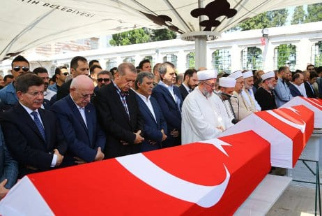 20160717_Erdogan-attends-Funeral-of-democracy-martyrs-in-Istanbul-11