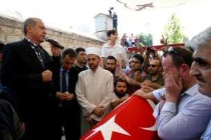 20160717_Erdogan-attends-Funeral-of-democracy-martyrs-in-Istanbul-17