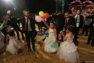 Mass-wedding-takes-place-in-Gaza-with-traditional-Palestinian-dance-called-Dabkeh10