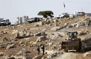 Israeli-forces-demolish-Palestinian-homes-houses-04