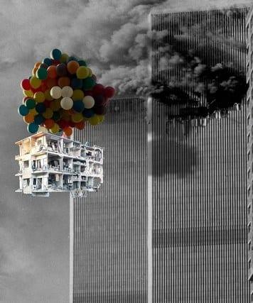 Nueva York. Edifico sirio destruido frente a una de las torres gemelas.