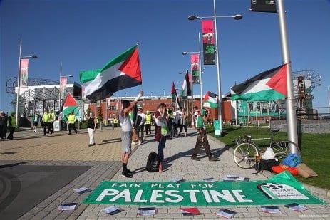 Palestinian-flags-flown-at-Celtic-match-despite-UEFA-threats-2016-01