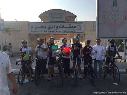 Taif-Cycling-Club-welcomed-Mohammed-cycled-8150-kilometres-from-his-hometown-in-China-to-Saudi-Arabia-to-perform-the-Hajj-2016-07