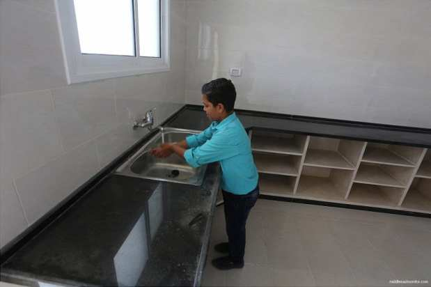 Victims-of-2014-war-on-Gaza-receive-56-housing-units-09