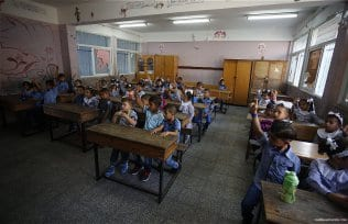 1.2m-Palestinian-students-back-at-school-04