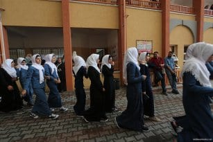 1.2m-Palestinian-students-back-at-school-08
