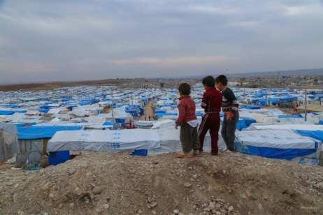20141115_refugee-children-look-over-unhcr-camp-in-Erbil-Iraq