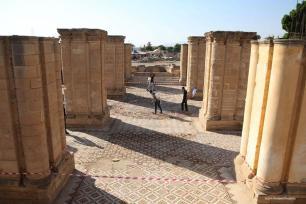Los turistas visitan el palacio omeya histórica que es el mayor mosaico antiguo en Oriente Medio. 20 de de octubre de el año 2016 [Issam Rimawi / Anadolu]