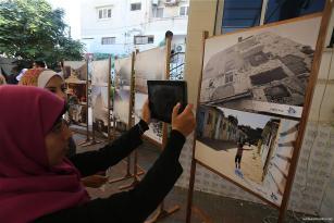 Fotografiando la misera sembrada por el ataque israelí de 2014.