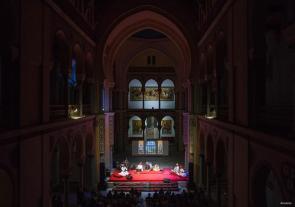 CARTAGO, TÚNEZ; Una orquesta india toca para el público tunecino