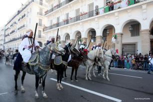Marcha celebrada en Argel para conmemorar el 62º aniversario del inicio de la guerra de independencia de Argelia, el 1 de Noviembre de 2016. (Fotos: Bachir Ramzy/Agencia Anadolu)
