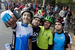 CAIRO, EGIPTO- Un selfie bien ganado después de participar en el evento anual conocido como 'Orange Bike Day', organizado por la Embajada de los Países Bajos en El Cairo para resaltar el transporte respetuoso con el medio ambiente