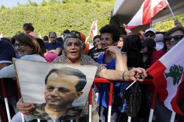 BEIRUT, Líbano: Participantes en una celebración después de que Michel Aoun fuera nombrado presidente en el Palacio Baabda en Beirut, Líbano el 6 de noviembre de 2016. [Ratib Al Safadi / Anadolu Agency]