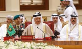 El 7 de diciembre de 2016, el Secretario General del Consejo de Cooperación del Golfo (CCG), Abdullatif bin Rashid Al Zayani (C), asiste a la sesión de clausura de la 37ª Cumbre de Líderes del GCC en Bahrein [Stringer / Anadolu Agency]