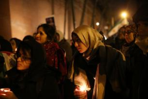 NEW YORK, UNITED STATES – DECEMBER 13: People light candles and hold posters next to Russian Federation consulate general, during a demonstration to protest Assad regime forces' and its supporters' attacks on civilians and the humanitarian plight in Aleppo, on December 13, 2016 in New York, United States. ( Mohammed Elshamy – Anadolu Agency )