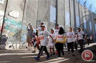 """Miles de personas participan en el maratón de Palestina """"derecho al movimiento"""" en Belén. Israel niega la entrada de los 103 corredores de la Franja de Gaza a Cisjordania."""