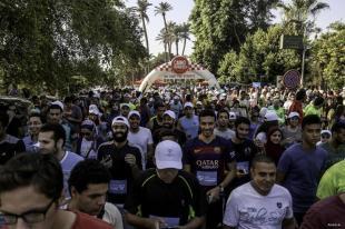 EL CAIRO, EGIPTO: Corriendo por la humanidad. Los participantes toman las calles en el Día Mundial de los Derechos Humanos.
