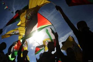 RAMALA, CISJORDANIA - Los palestinos participan en una manifestación conmemorando el 12º aniversario de la muerte de Yasser Arafat